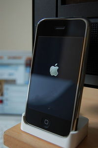 397px-Original_iPhone_docked.jpg