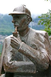 400px-Sherlock_Holmes_statue_at_Meiringen1.jpg