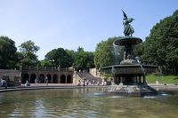 800px-Angel_of_the_Waters_Fountain_and_Bethesda_Terrace,_Central_Park.jpg