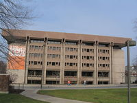 800px-Bird_Library,_Syracuse_University.JPG