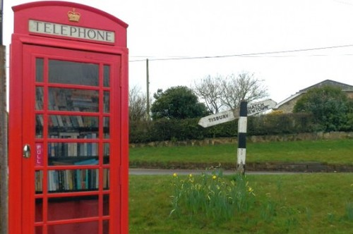 Top-6-Pop-Up-Libraries-UK-Phone-Booth-Library-537x357.jpg