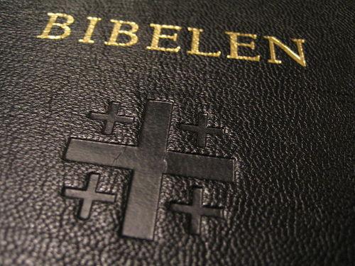 800px-Norwegian_Bible.jpg