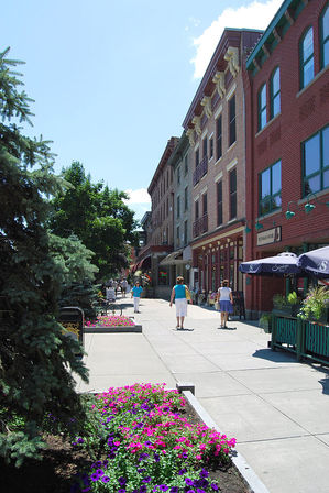 602px-Downtown_Saratoga_Springs.jpg