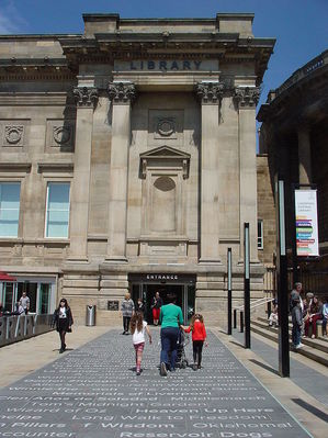 Main_entrance_to_Liverpool_Central_Library.JPG