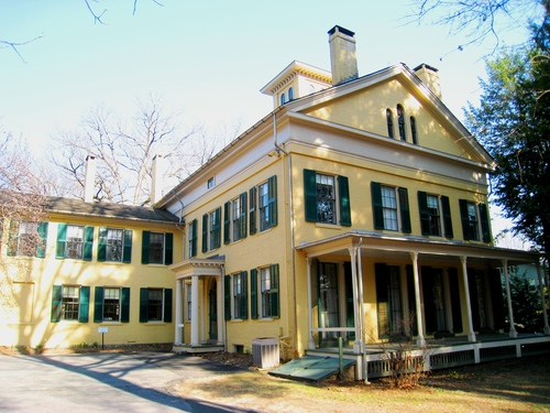 Emily_Dickinson_Museum,_Amherst,_MA_-_front.JPG