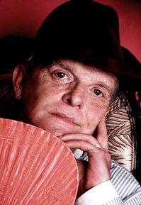 Truman_Capote_by_Jack_Mitchell.jpg