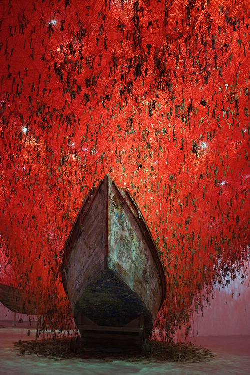 05_Chiharu Shiota, The Key in the Hand_2015-photo_SunhiMang.jpg