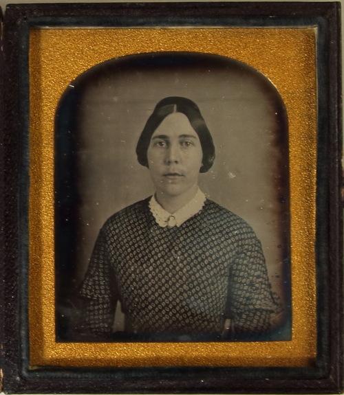 SophiaThoreau_2-daguerreotype Concord Museum.jpg
