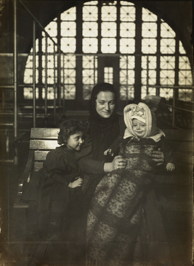54-Hine-EllisIsland copy.jpg